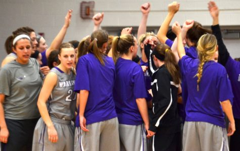 Women's Basketball: 'Hawks finish WIAC play a perfect 16-0