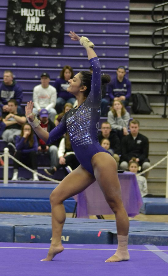 Sophomore+Lisa+O%E2%80%99Donnell+poses+during+her+floor+routine+during+the+regular-season+ending+victory+against+Hamline+University+%28Minnesota%29.+O%E2%80%99Donnell+won+the+floor+exercise+competition+with+a+score+of+9.800%2C+her+season+best+score.+Photo+by+Sierra+High