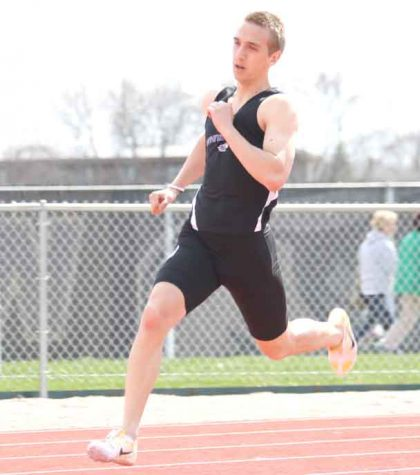 Men's Track and Field: Smith makes history