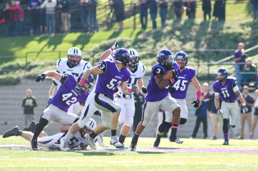 Football: Behrendt throws six TDs, sets record