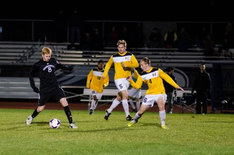 Men's Soccer: Warhawks battle through adversity