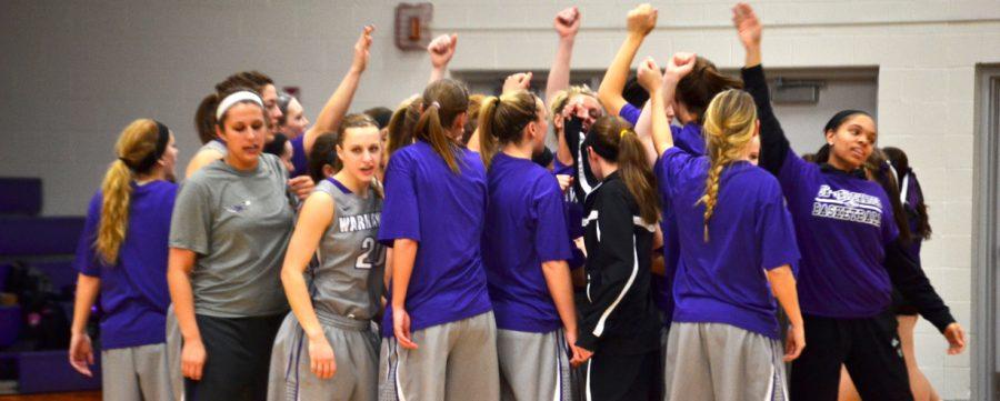Women's Basketball: 'Hawks finish WIAC play a perfect 16-0