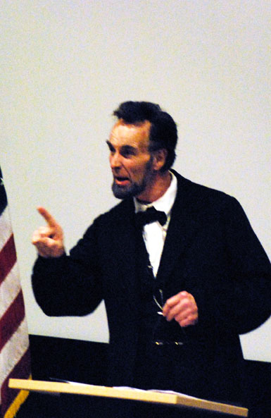 Lincoln impersonator performs for exhibit