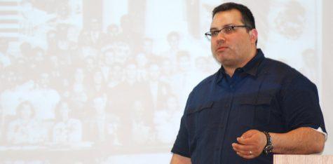 Armando Ibarra focuses on farm labor at lecture