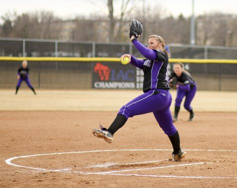 Warhawks sweep WIAC double-headers