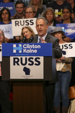 Sen. Russ Feingold, Elizabeth Warren and citizens of Milwaukee rally for Hillary Clinton at the Marcus Center for The Preforming Arts theater on Friday, Oct. 7. photo by Kimberly Wethal / Co-Editor in Chief