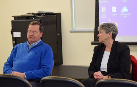 Rep. Vruwink, Sen. Ringhand hold listening forum