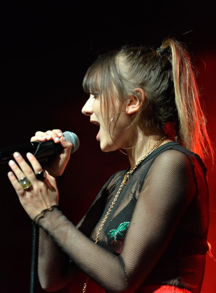 Daya performs