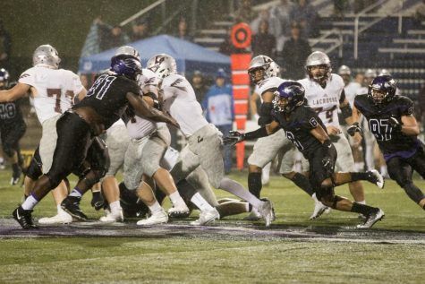 Warhawks defeated UW-La Crosse 21-14 Friday night at Perkins Stadium.