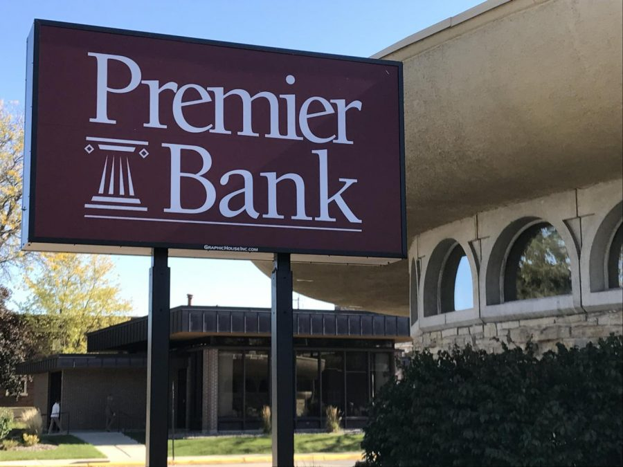 Premier+Banks%E2%80%99+location+in+Whitewater+which+was+previously+the+local+branch+for+Commercial+Bank.%0ABudlong+is+excited+to+get+involved+with+the+community+and+work+with+UW-W.