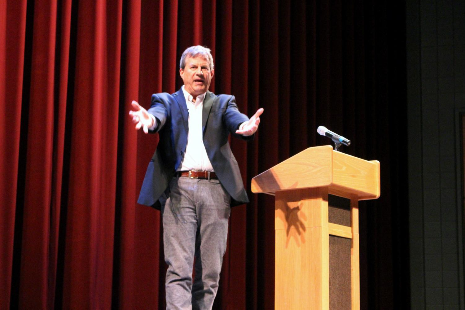 Los Angeles Times reporter Sam Quinones presents data and ideas on the issue of heroin use to a crowd of students on March 12 at the University of Wisconsin-Whitewater.
