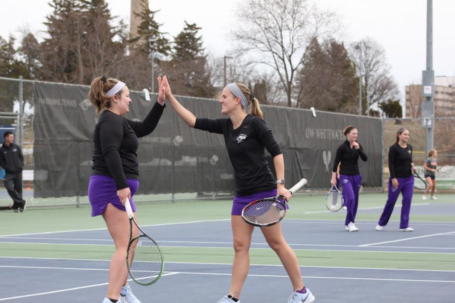 Womens' tennis tops Wheaton College