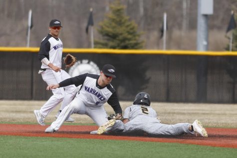 Warhawks Split Doubleheader with Titans