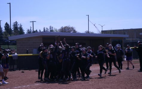 Softball secures sixth straight WIAC title
