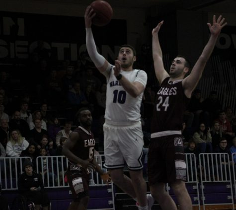 Warhawks squander second half lead