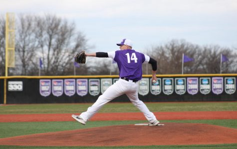 Warhawks outslug Blue Devils in sweep