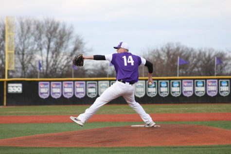 No. 3 Baseball starts WIAC play undefeated