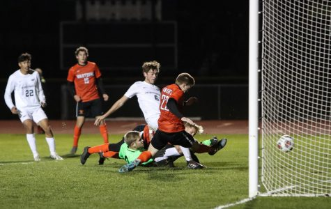 Men's Soccer wins Conference Semifinal