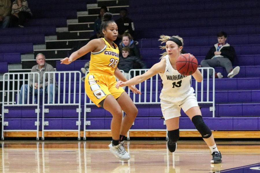 Becky+Raeder+drives+to+the+hoop+in+a+game+at+Kachel+Fieldhouse.+She+finished+with+fives+points+and+four+assists+against+UW-La+Crosse.