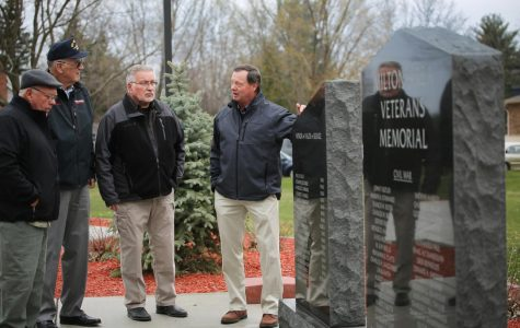 Don Vruwink meets with veterans.