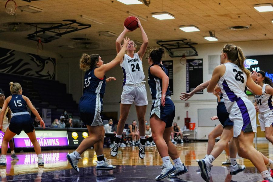 UW-Whitewater+women%E2%80%99s+basketball+freshman+forward+Savannah+Youngstrom+%2824%29+jumps+up+to+the+hoop+against+UW-Stout+Friday%2C+Feb.+26.