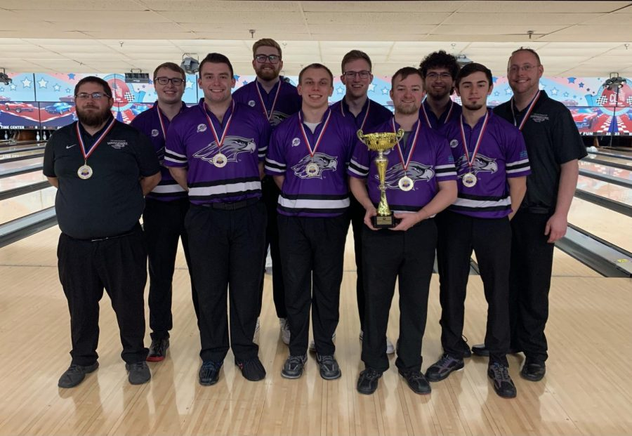 The+UW-Whitewater+men%E2%80%99s+bowling+club+team+stands+for+a+photo+with+the+trophy+after+winning%0Athe+2021+collegiate+club+bowling+national+championship+for+the+second+consecutive+year.