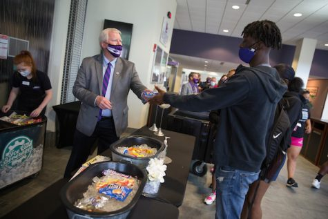 Interim Chancellor Jim Henderson and other senior administrators serve ice cream to faculty, staff and incoming students in orientation programs at the University Center on Tuesday, Aug. 24, 2021.  (UW-Whitewater photo/Craig Schreiner)